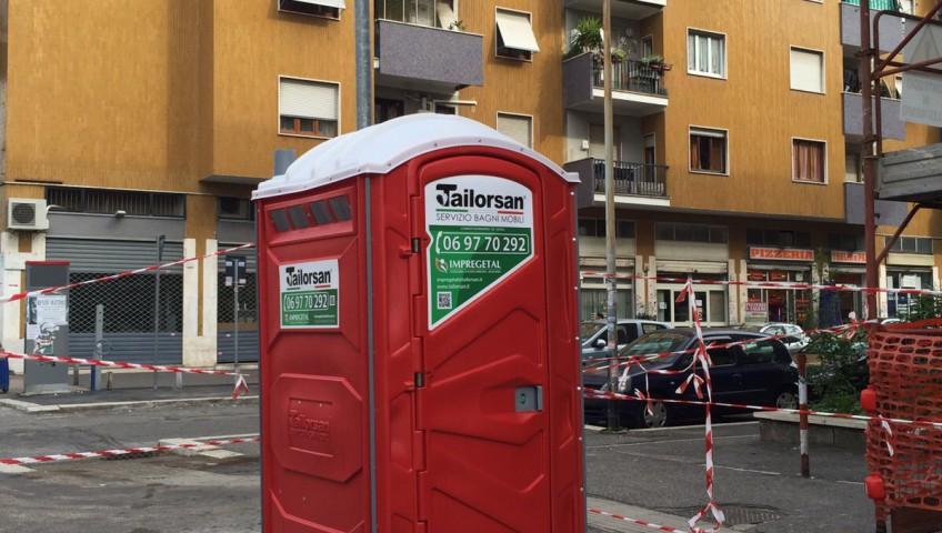 Amikotoilet il nuovo wc mobile avvistato a roma - Noleggio bagni chimici roma ...